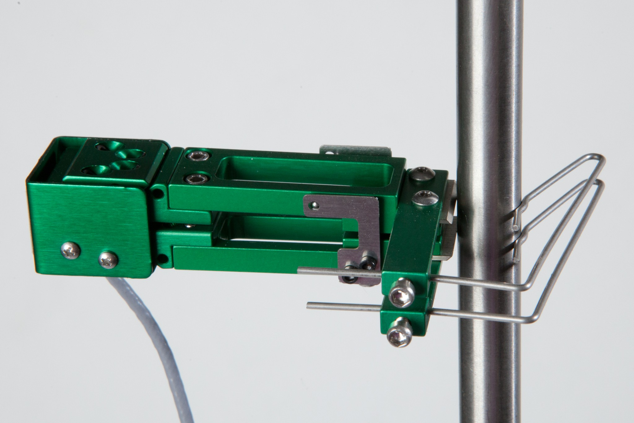 Внешний вид экстензометра ТС703-3442 с базовой длиной 10 мм