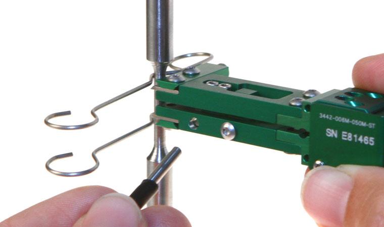 Установка экстензометра ТС703-3442 на образец