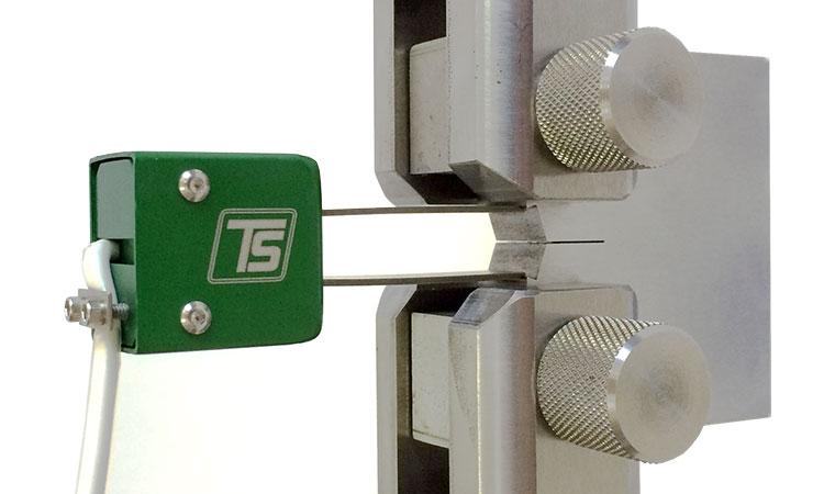 Внешний вид экстензометра ТС703-3541 для контроля роста трещины
