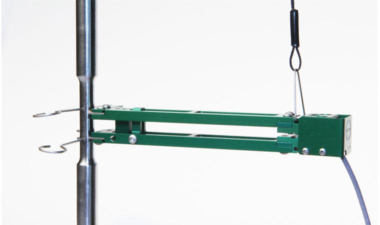 Внешний вид экстензометра ТС703-3442 с базовой длиной 10 мм с большим диапазоном измерения